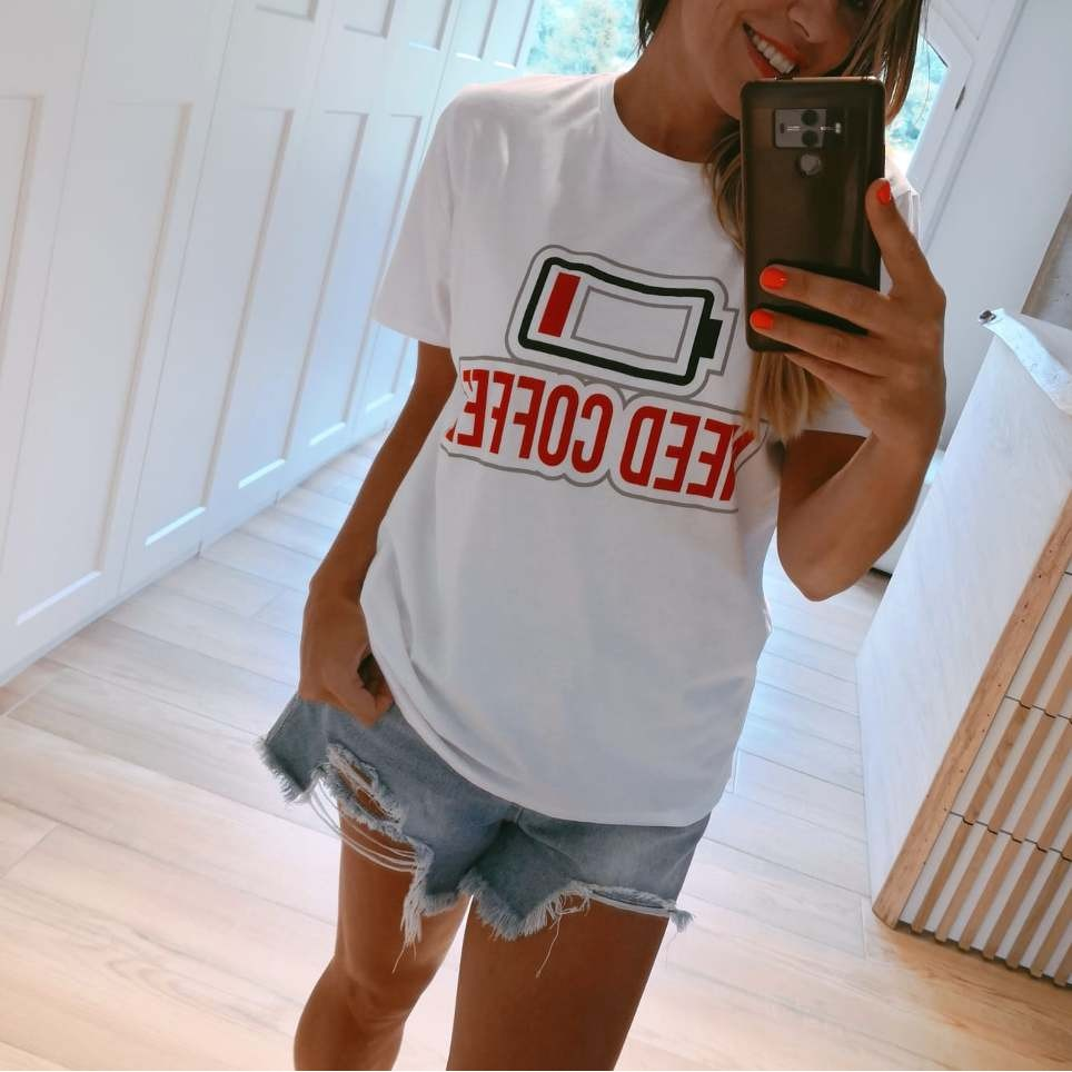 Camiseta Mensaje NEED COFFEE Blanco