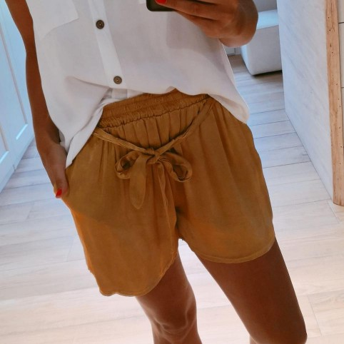 Short Satinado Mostaza