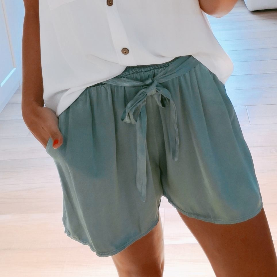 Short Satinado Aguamarina