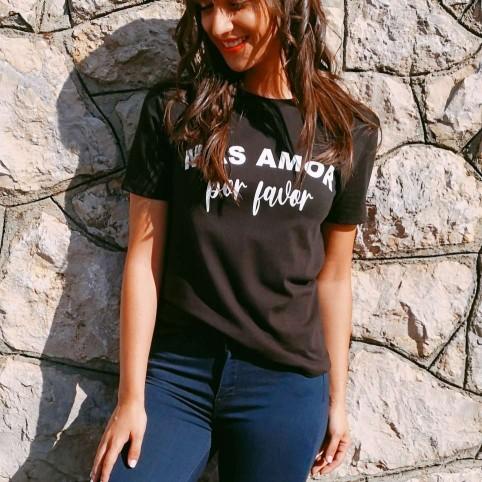 Camiseta MÁS AMOR POR FAVOR Negro