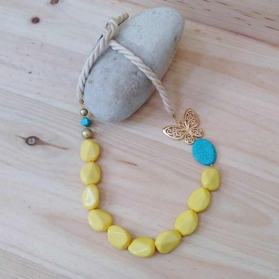 Collar Resina Mariposa Amarillo