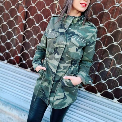 Trench Camuflaje y Tachas WATERLOO